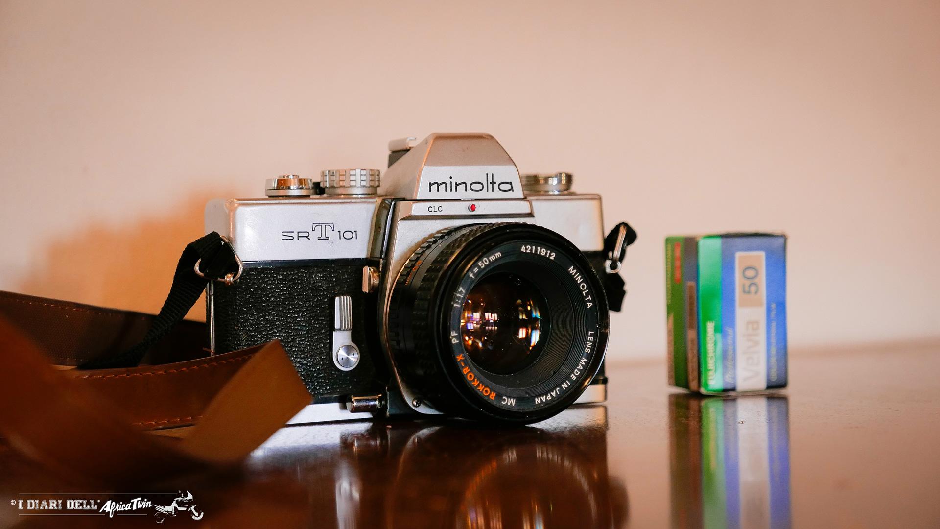 attrezzatura foto e video per viaggi in moto reflex analogica