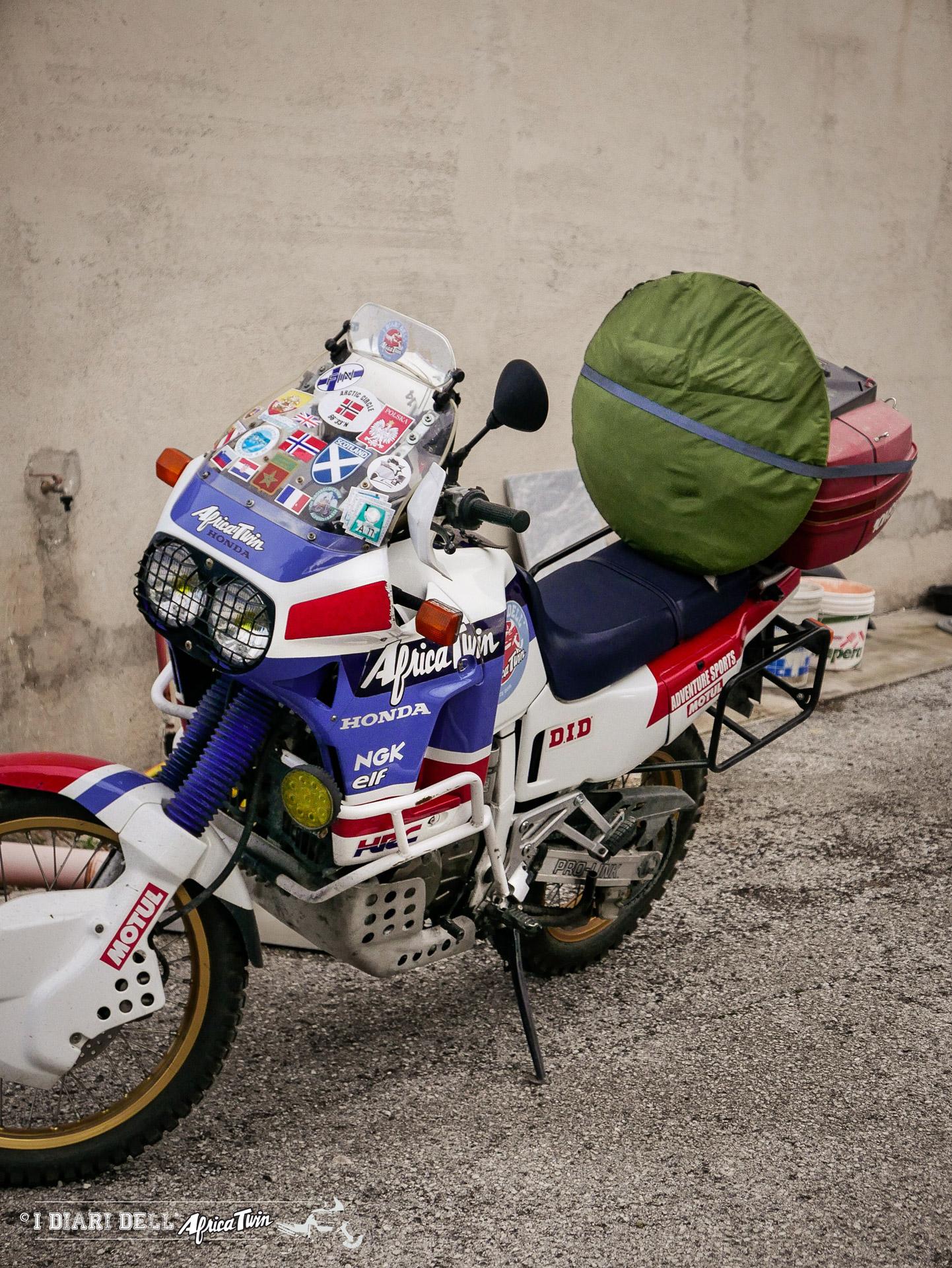 quechua 2 seconds come caricare sulla moto