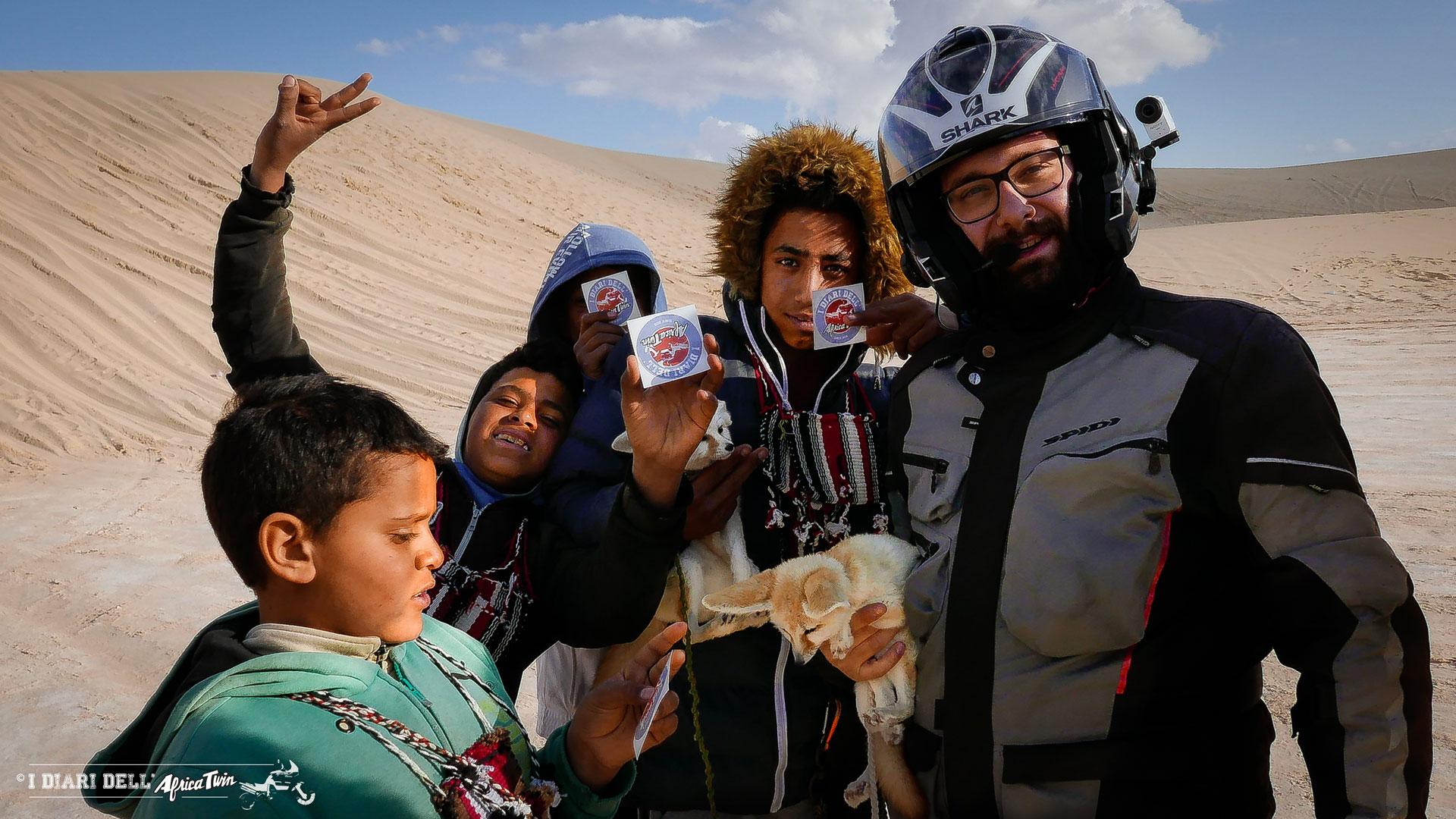 bambini volpe del deserto sahara tunisia ong jmal