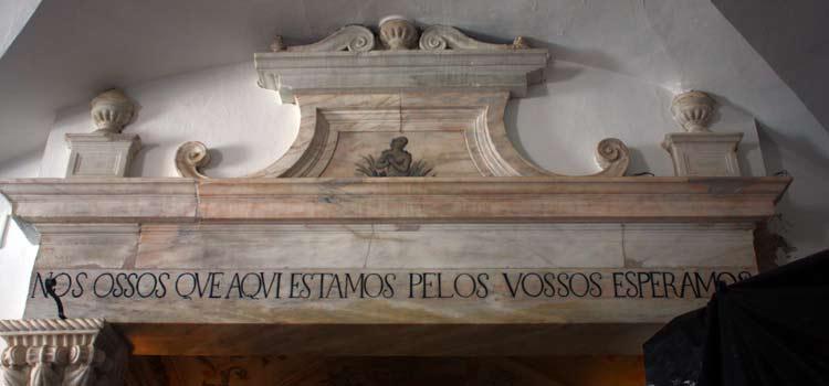 portogallo-in-moto-cappella-di-ossa-umane-11